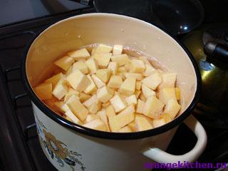 Тыквенно-картофельное пюрев процессе приготовления