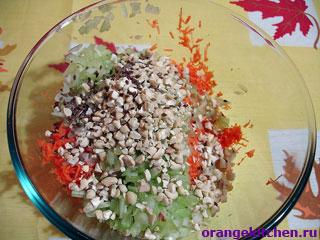 Орехи для салата из моркови и сельдерея