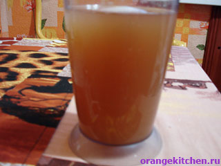 Напиток с грейпфрутом и имбирем почти готов