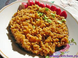 Готовый гарнир из риса с кабачковой икрой