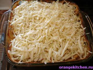 Картофельной запеканка с грибами почти готова