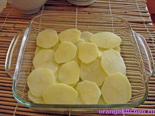 Картофельные ломтики для запеканки с адыгейским сыром