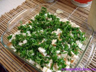 Слои картофельной запеканки с адыгейским сыром