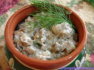 Вегетарианский жульен из баклажанов в горшочке