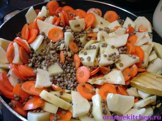 Все овощи для чечевицы с картофелем