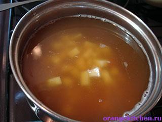 Постный грибной суп в процессе приготовления
