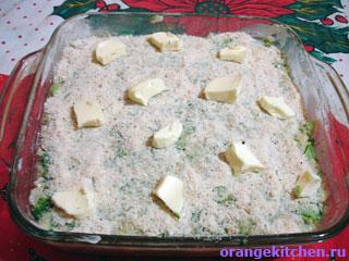 Посыпанная крошкой вегетарианская запеканка с брокколи