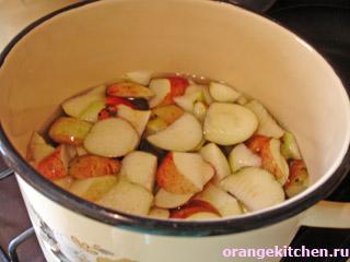 Фрукты для компота из яблок и винограда