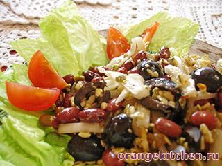 Вегетарианский салат с фасолью и маслинами