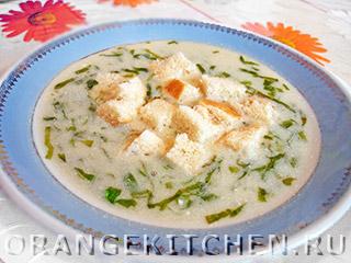 Вегетарианский сливочный суп из зеленого салата