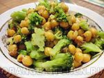 Вегетарианские овощные блюда: блюдо из нута с брокколи и лимоном