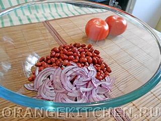 Вегетарианский салат с маслинами и помидорами: Фото 1