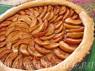 Открытый яблочный пирог без яиц