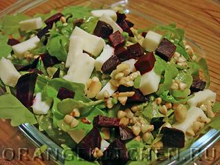 Салат с зеленой гречкой и рукколой