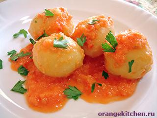 Картофель в томатно-луковом соусе