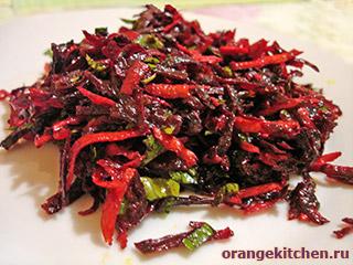 Салат из сырой свеклы и моркови с имбирем
