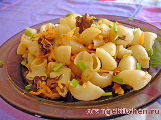 Вегетарианские макароны с грибами и чесноком