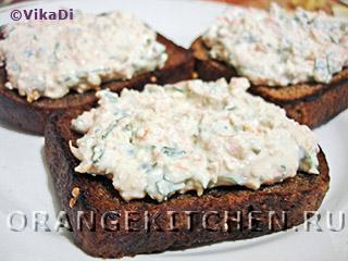 Вегетарианские бутерброды с острой творожной пастой