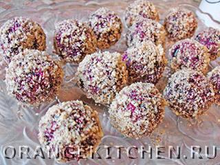 Сладкие шарики из свеклы с черносливом