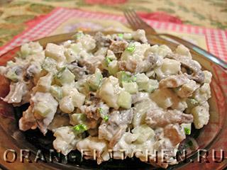 Вегетарианский картофельный салат с грибами