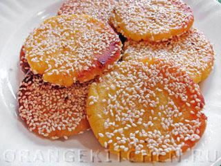 Блинчики из рисовой муки с кунжутом и тыквой