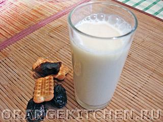 Кунжутное молоко с финиками