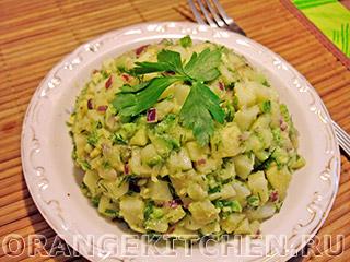 Постный картофельный салат с авокадо