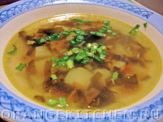 Быстрый вегетарианский суп с морской капустой
