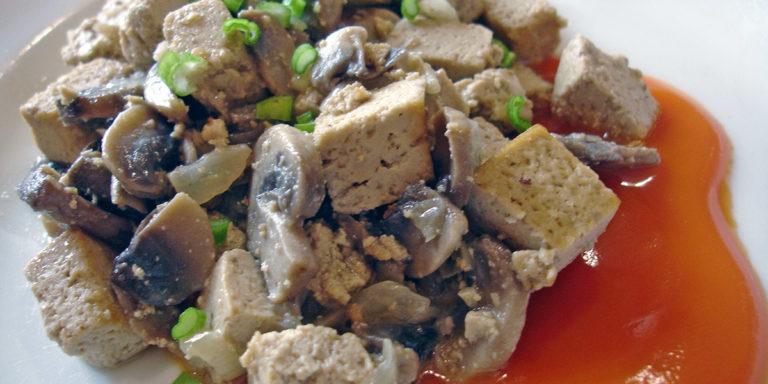 Жаркое без мяса из тофу с грибами
