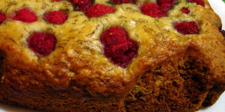 Веганский пирог с малиной и бананом